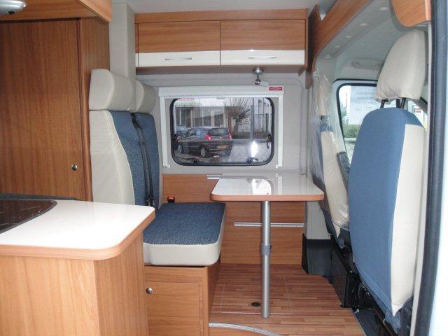 vinken-asten-camper-carabus-bus-weinsberg-kopen-huren-2013-nieuw-interieur-zitgroep
